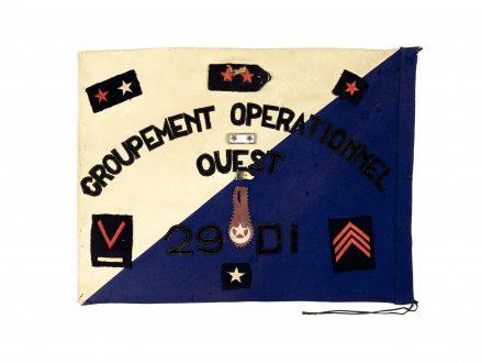 Fanion du Groupement opérationnel Ouest de la 29e division d'infanterie, en Algérie