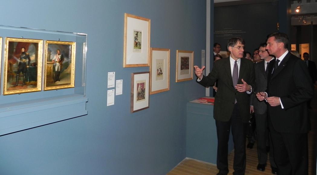 Visite de l'exposition Napoléon et l'Europe par le Président de la République de Slovénie, Borut Pahor, accompagné du Directeur-adjoint du musée de l'Armée, David Guillet.