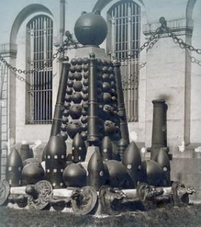 Trophée d'artillerie dans la cour d'Angoulême de l'Hôtel national des Invalides