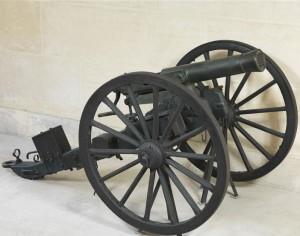 Musée de la Guerre de 1870 et de l'annexion : canon à balles modèle 1866, système de Reffye, sur affût
