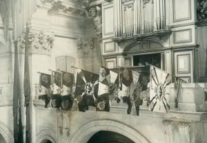 Sept emblèmes allemands sur la tribune de l'église Saint-Louis des Invalides © Paris, musée de l'Armée dist. RMN-GP