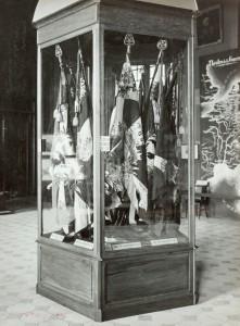 Salle d'honneur, avec emblème, du musée de l'Armée au cours de la Grande Guerre © Paris, musée de l'Armée dist. RMN-GP