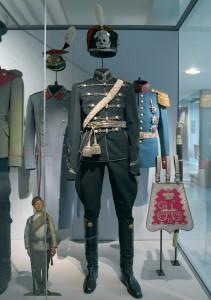tenue d'officier du 5e régiment de hussards Alexandriiski. © Paris, musée de l'Armée dist. RMN-GP