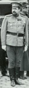 Le colonel Dimitri Osnobichine (1869-1956), attaché militaire russe à Paris, le 12 juillet 1915, aux Invalides © Paris, musée de l'Armée dist. RMN-GP