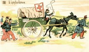 L'ambulance. Carte postale française humoristique. La voiture est tractée par une mule stimulée par deux soldats portant des uniformes de la fin du XIXe siècle. Un troisième soldat, sourire aux lèvres,  sort la tête de la voiture et semble se moquer des deux soldats fatigués qui s'accrochent à l'ambulance pour continuer à avancer. © Paris, musée de l'Armée