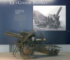 """Maquette de la """"Grosse-Bertha"""". Vue de la salle Joffre dans les espaces première guerre mondiale du musée de l'Armée © Paris, musée de l'Armée"""