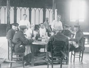 Photo extraite d'un reportage photographique, de 1918, sur les derniers vieux soldats du siècle précédent, pensionnaires de l'Institution nationale des Invalides  © Paris, musée de l'Armée dist. RMN-GP