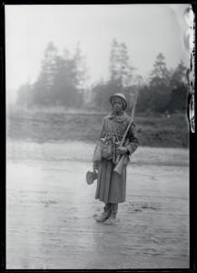 """""""Jeune tirailleur sénégalais revenant de l'attaque"""", Verdun, Faubourg Pavé, 24 octobre 1916 @ ECPAD / Pierre Machard"""