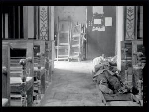 """""""Cadavres de soldats français entreposés dans l'église de Marbotte"""", Meuse, début novembre 1915 © ECPAD / Pierre Machard"""