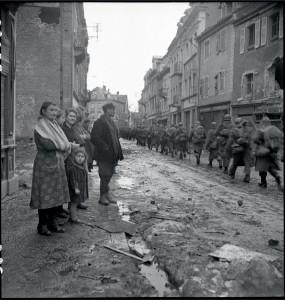 Libération de Cernay par la 4e DMM, Alsace, 2-5 février 1945 © ECPAD / Louis Viguier