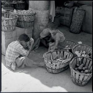 Enfants d'Aïn-Sefra, Algérie, 1960 © ECPAD / Marc Flament