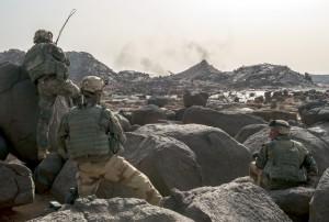 Le 2e régiment étranger de parachutistes (REP) et le 1er régiment de chasseurs parachutistes (RCP) dans le massif de l'Adrar des Ifoghas, Mali, 27 février 2013 © ECPAD / Caporal-chef Ghislain