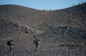 Ascension des collines de la vallée de Terz par les marsouins du 2e régiment d'infanterie de marine (RIMa) afin de sécuriser les vallées pour permettre le passage des convois et des forces du génie, Mali, 20 mars 2013 © ECPAD / Adjudant Arnaud