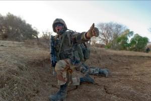 Un chef de groupe du 92e RI en action d'une prise à partie des soldats français à proximité du village de Teurteli, Mali, 14 mars 2013 © ECPAD / Second maître Jérémy