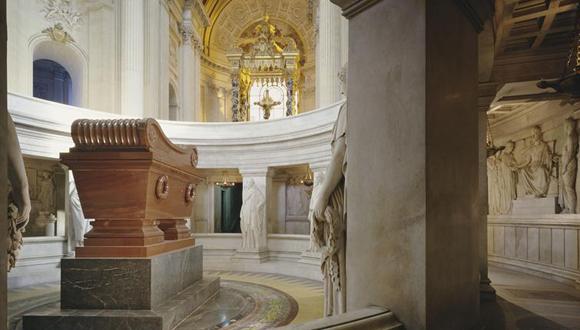 Accès tombeau de Napoléon Ier, 5 mai 2015 : bandeau
