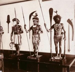 Mannequins de la Galerie ethnographique du musée de l'Armée, vers 1890-1910 © Paris - Musée de l'Armée, Dist. RMN-Grand Palais / Pascal Segrette
