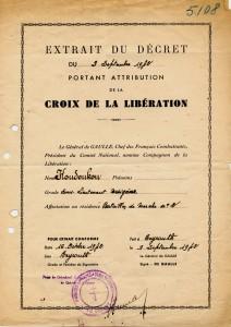 Décret du 9 septembre 1942 portant attribution de la croix de la Libération au sous-lieutenant Georges Koudoukou © musée de l'ordre de la Libération / DR.