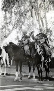 Le maréchal des logis Painault et Brahim Ben Mekki de l'escadron Jourdier à Ismaïlia, Egypte, le 26 aout 1940 © musée de l'ordre de la Libération / DR