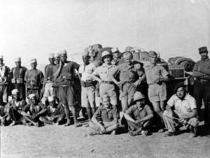 Zouar-Tibesti (Tchad), 1942, la patrouille de Robert Payet de la 1ère compagnie de découverte et de combat. © Yves de Daruvar