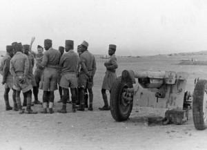 Tirailleurs du 1er RAC à Bir-Hakeim © musée de l'ordre de la Libération / DR