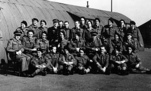L'état-major et l'encadrement de la compagnie lourde du bataillon de l'infanterie de l'air à Camberly, Old Dean Camp (Angleterre) © musée de l'ordre de la Libération / DR