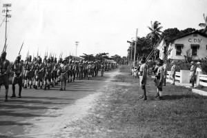 Défilé du BM 1 à Libreville (Gabon), 3 janvier 1941 © musée de l'ordre de la Libération / DR