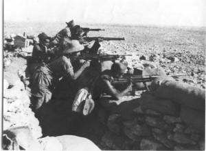 Les Calédoniens du groupe Tranape à l'entraînement à Bir-Hakeim en avril 1942 ©Jean Tranape