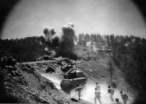Le 1er RFM dans le massif de l'Authion en avril 1945 © musée de l'ordre de la Libération / DR