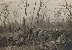 Verdun épisode 8-3 : Eléments d'une compagnie de zouaves au bois - fonds Valois - © Collection Bibliothèque de documentation contemporaine
