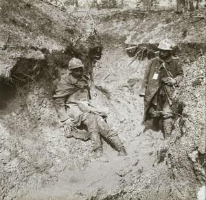 Verdun épisode 16-1 : Soldats blessés avec leur fiche d'identification, Anonyme - © Musée de l'Armée