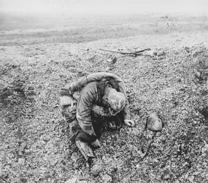 Verdun épisode 19-3 : Cadavre d'un soldat français à Verdun, Anonyme - © Musée de l'Armée