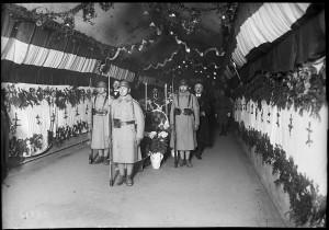Verdun épisode 21-3 : Verdun, la Chapelle ardente des 8 soldats inconnus - Agence Rol \ © Bnf