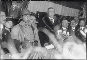 Verdun épisode 24-1 : le soldat Auguste Thin devant le ministre André Maginot, Agence Meurise - © BnF