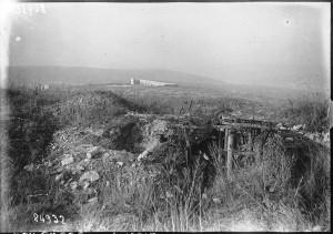 Verdun épisode 24-2 : La tombe d'où fut retiré le poilu inconnu de Verdun, Agence Meurise - © BnF