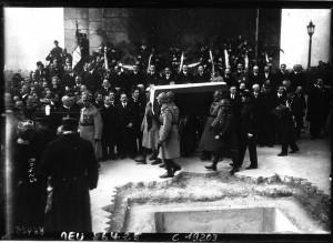 Verdun épisode 24-3 : Le corps du soldat inconnu enseveli sous l'arc de Triomphe, Agence Meurise - © BnF