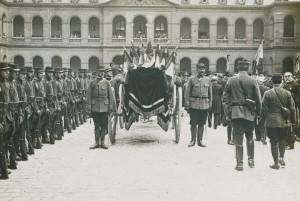 Le char funéraire dans la cour d'honneur des Invalides © Paris, musée de l'Armée, dist. RMN-GP